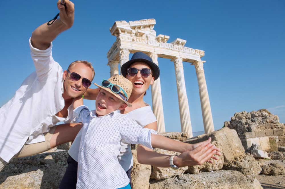 Beforeifly: family photo outside the Roman ruins